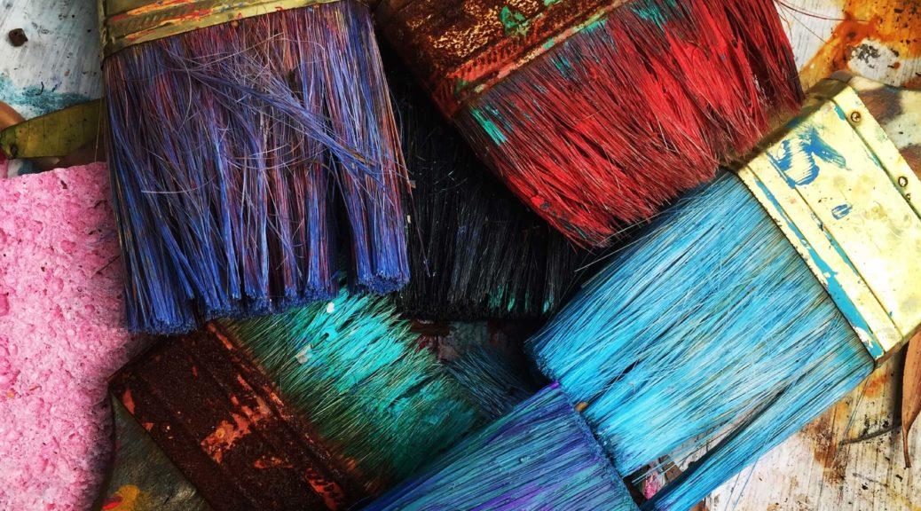 Pinceaux de couleurs pour des travaux de peinture