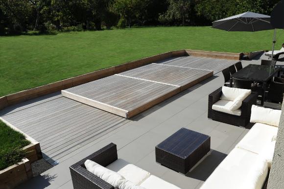 une terrasse mobile pour votre piscine rge. Black Bedroom Furniture Sets. Home Design Ideas